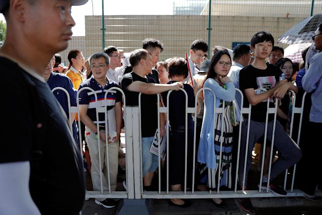<p>People wait outside the U.S. Embassy, near the site of a blast in Beijing, China, July 26, 2018. (Photo: Damir Sagolj/Reuters) </p>