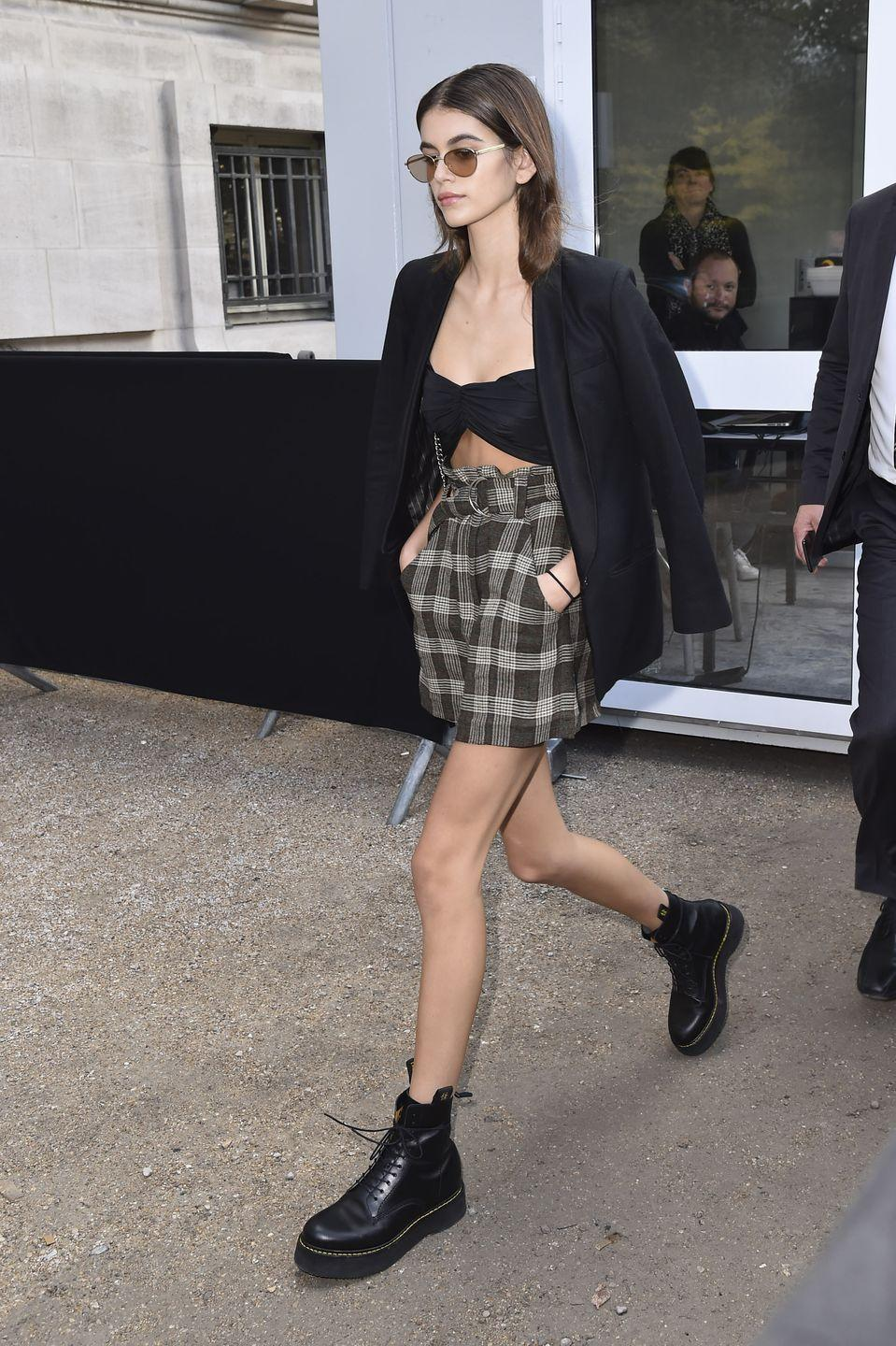 <p>The model showed off her long pins in a short paper bag checkered skit and black bandeau top during Paris Fashion Week.</p>