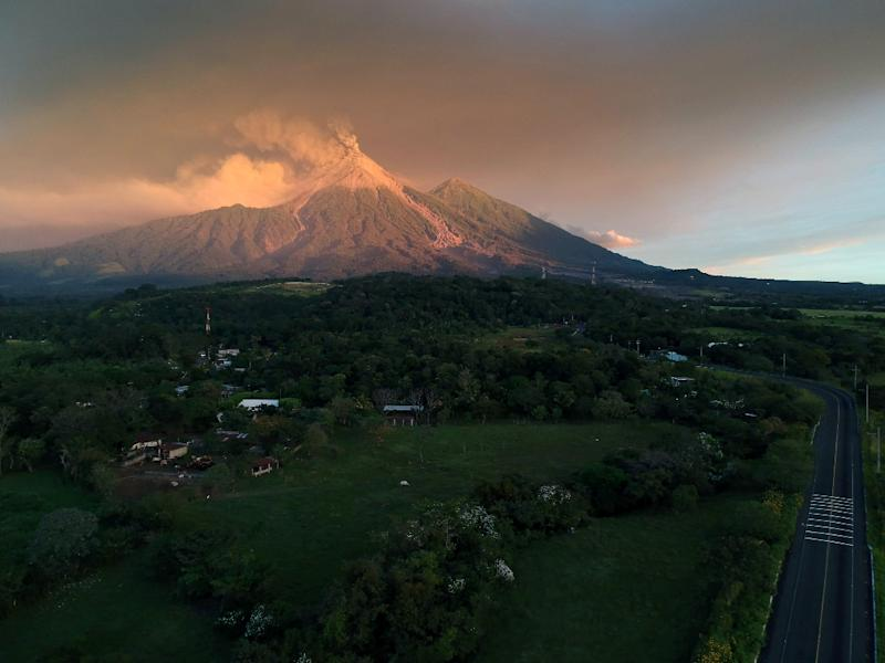 A view of the Fuego Volcano erupting as seen from Escuintla, Guatemala (AFP Photo/CARLOS ALONZO)