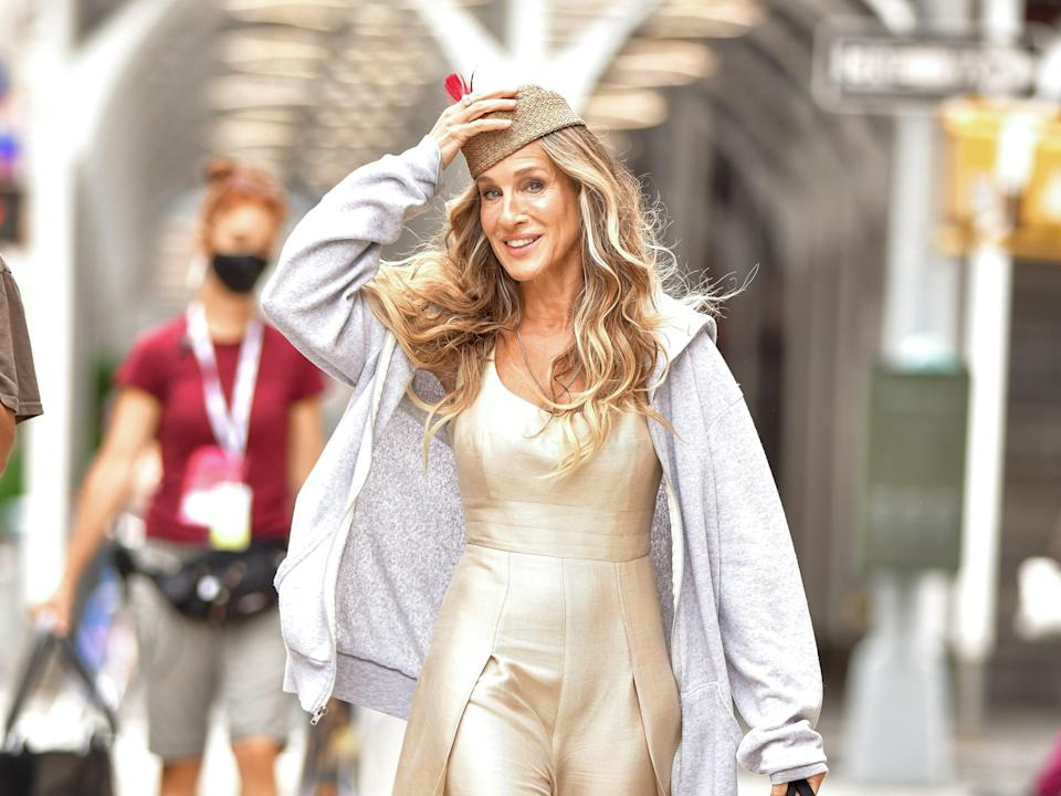 sarah jessica parker on the set of and just like that in new york city