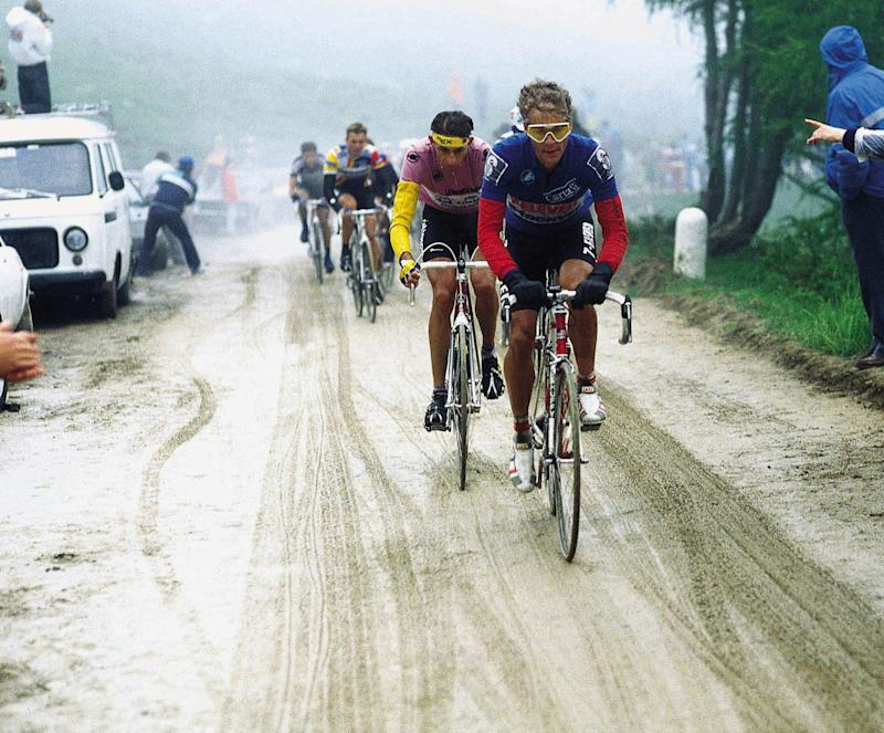 7-Eleven's Andy Hampsten – in the blue 'combined' jersey – leads hitherto race leader Franco Chioccioli on the famous, snowy Passo di Gavia stage of the 1988 Giro d'Italia