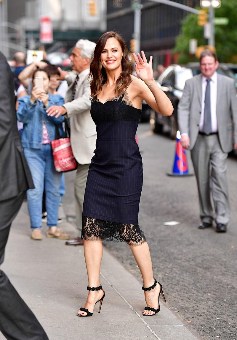 Jennifer Garner Stuns in Lace Dress While Out in NYC — See the Sexy Style! 0602c661d44608aaa4c88134ea5db8e7