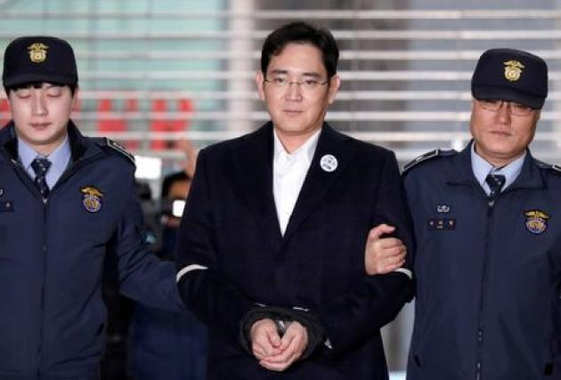 Seoul court to rule on Samsung scion Lee in bribery trial