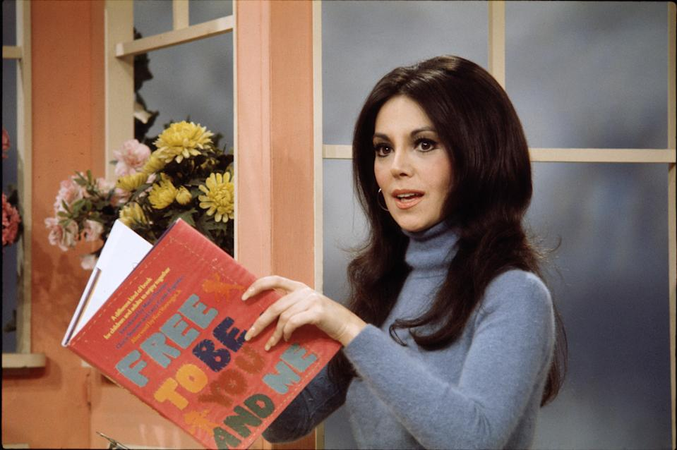 """NEW YORK - DECEMBER 13: Marlo Thomas as a guest on Captain Kangaroo, December 13, 1974. With her book: """"Free To Be You And Me"""".  (Photo by CBS via Getty Images)"""