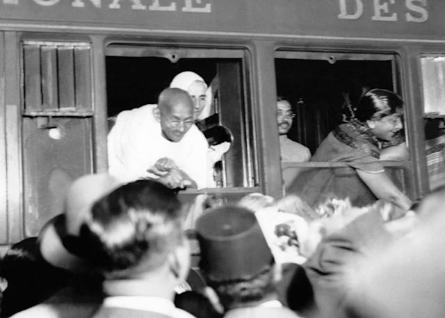 PARIS, FRANCE - SEPTEMBER 12: Mahatma Gandhi arriving Gare de Lyon on September 12, 1931 in Paris, France. (Photo by Keystone-France/Gamma-Rapho via Getty Images)