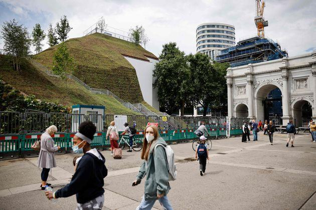 The Marble Arch Mound, a new temporary attraction, in central London (Photo: TOLGA AKMEN via Getty Images)