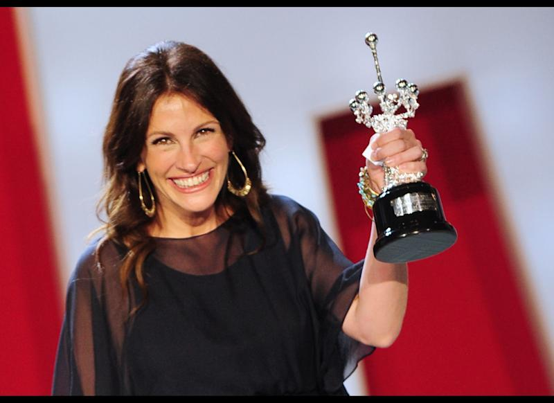 US actress Julia Roberts receives the 58th San Sebastian International Film Festival's 'Donostia Award', on September 20, 2010, in the northern Spanish Basque city of San Sebastian. (Photo credit should read RAFA RIVAS/AFP/Getty Images)