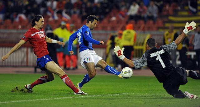 Giuseppe Rossi of Italy (R) shoots in front of Neven Subotic (L) of Serbia at the Marakana stadium in Belgrade on October 7, 2011 during their Euro 2012 group C qualifying football match. AFP PHOTO / ANDREJ ISAKOVIC (Photo credit should read ANDREJ ISAKOVIC/AFP/Getty Images)