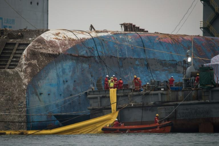 Workers take part in the Sewol ferry salvage operation off the coast of South Korea's southern island of Jindo on March 24, 2017