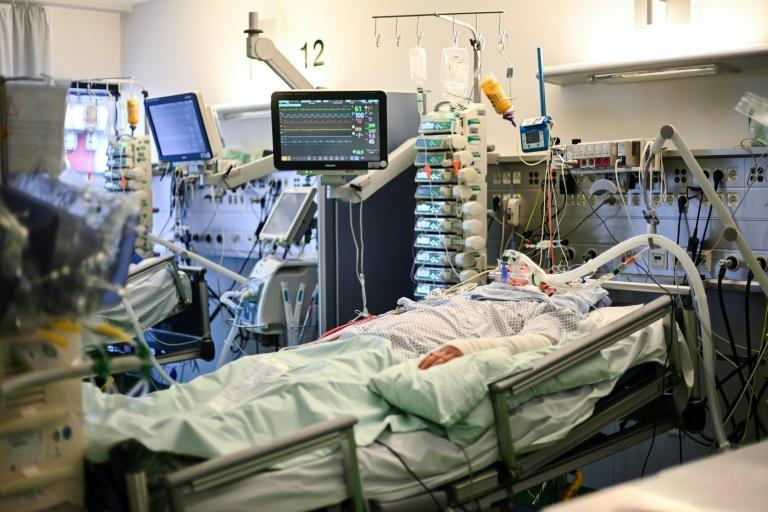 A Covid-19 patient in the intensive care unit of Aachen hospital