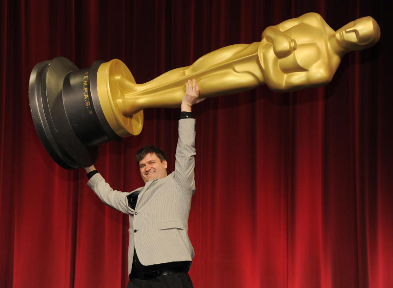 "Filmmaker John Mattiuzzi of the School of Visual Arts in New York, a nominee in the Alternative Category for his film ""The Compositor,"" hoists up an Oscar statue for photographers before the Academy of Motion Picture Arts and Sciences 40th Student Academy Awards at the Samuel Goldwyn Theater on Saturday, June 8, 2013 in Beverly Hills, Calif. (Photo by Chris Pizzello/Invision/AP)"