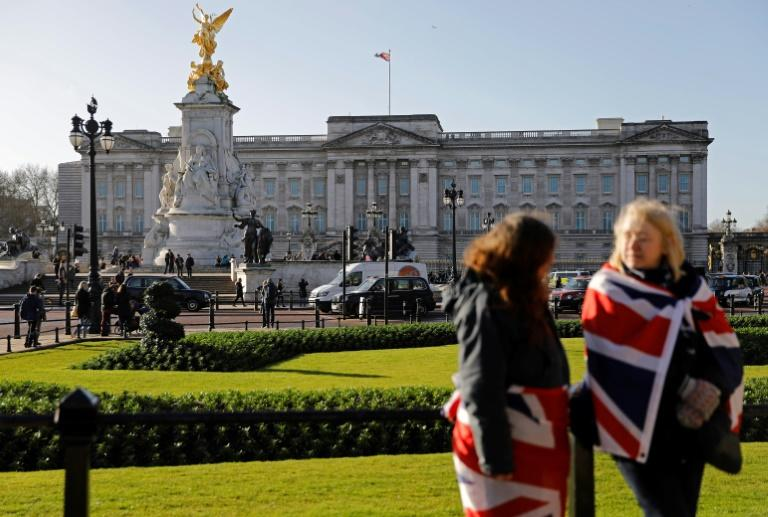 Outside Buckingham Palace, Queen Elizabeth II's London home, tourists were fully aware of the sensational news