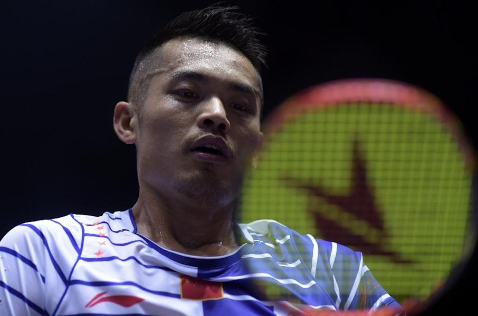 Lin Dan of China prepares to serve against Takuma Ueda of Japan during their men's singles group match in the Thomas Cup badminton tournament in Kunshan, eastern China's Jiangsu Province on May 18, 2016 (AFP Photo/Johannes Eisele)