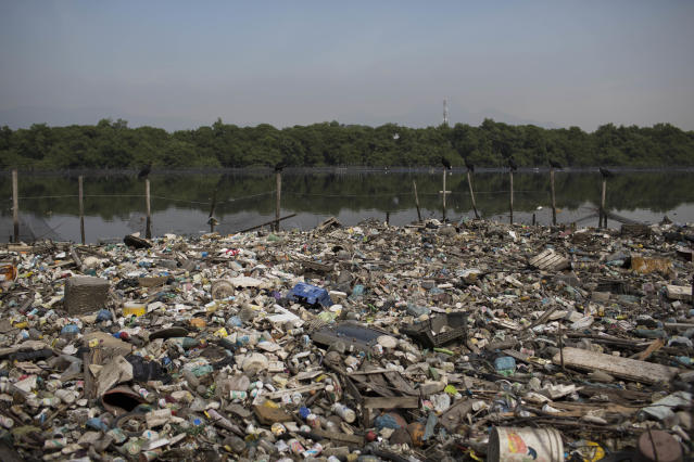 Garbage mars future waters of Rio 2016 sailing, windsurfing events