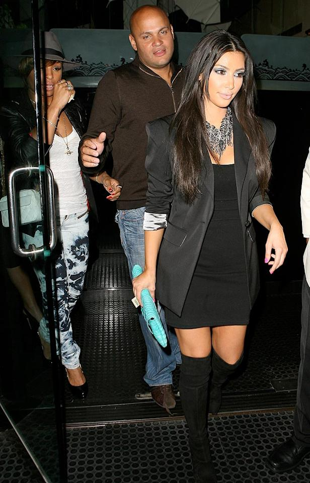 "The reality star grabs dinner at trendy eatery Mr. Chow with Pussycat Doll Melody Thornton, Mel B, and Mel's hubby, Stephen Belafonte. ICE/<a href=""http://www.x17online.com"" target=""new"">X17 Online</a> - August 3, 2009"