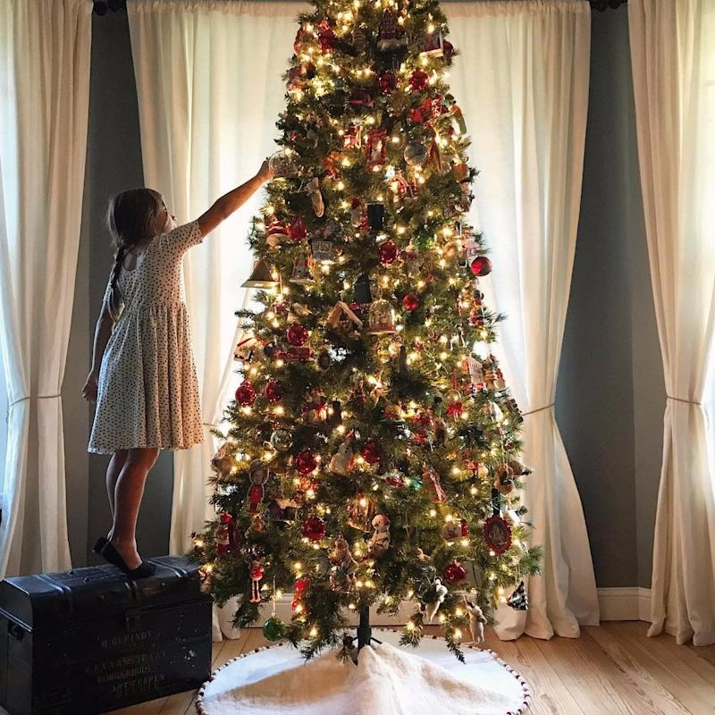 4 must read christmas tree decorating lessons from joanna gaines