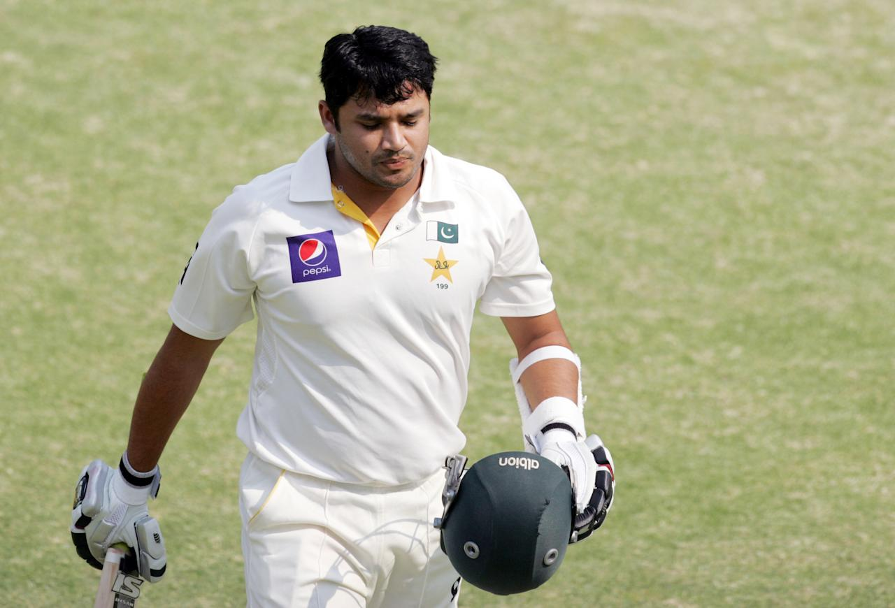 Pakistan's batsman Azhar Ali walks off the pitch after losing his wicket during the fourth day of the second cricket test match between Pakistan and hosts Zimbabwe at the Harare Sports Club on September 13, 2013. AFP PHOTO / JEKESAI NJIKIZANA        (Photo credit should read JEKESAI NJIKIZANA/AFP/Getty Images)