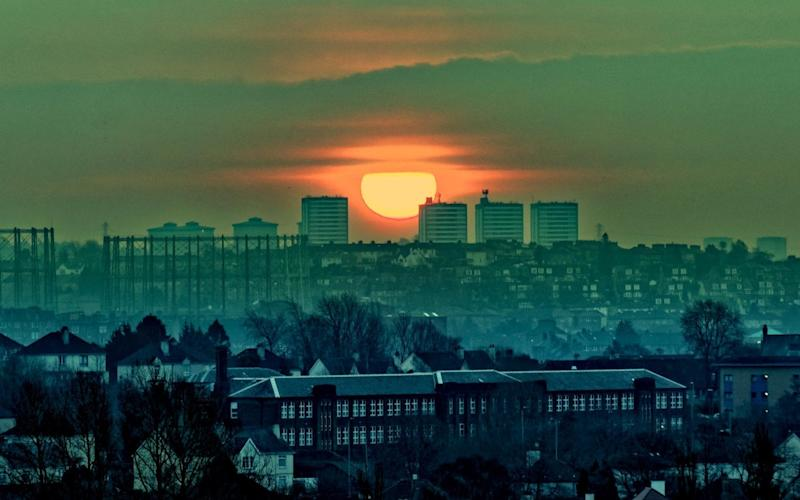 Sunrise over a frosty Glasgow on Friday morning - www.alamy.com