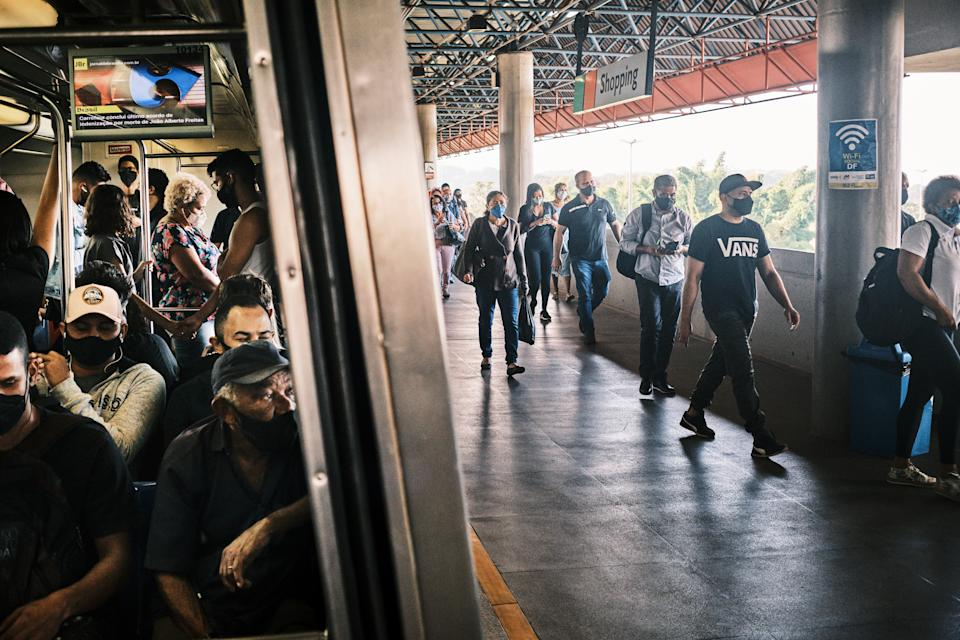 BRASILIA, BRAZIL - MAY 28: Passengers leave a metro train while others are seen inside a crowded wagon at Shopping station on May 28, 2021 in Brasilia, Brazil. Despite the surge of cases and deaths, some states of Brazil slowly continue to reduce restrictions. In Brasilia, the reopening of some activities ordered by Governor Ibaneis Rocha, had a direct impact in the number of people using public transport. Buses and subway trains get crowded at the rush hour, putting the lives of passengers and transport workers at risk. Health experts are warning that Brazil should brace for a new surge of COVID-19 amid a slow vaccine rollout and relaxed restrictions. 462,000 people have been killed in Brazil by COVID-19, second only to the U.S. (Photo by Gustavo Minas/Getty Images)