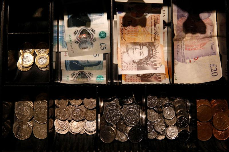 Pound Sterling notes and change are seen inside a cash resgister in a coffee shop in Manchester, Britain, Septem,ber 21, 2018. REUTERS/Phil Noble