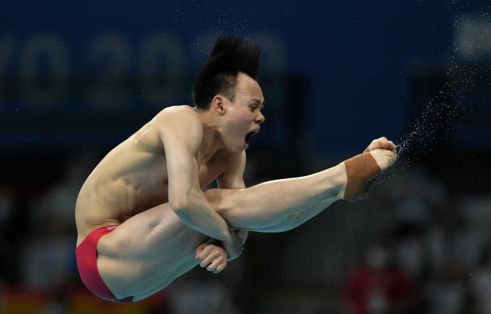 Xie Siyi of China competes in men's diving 3m springboard final at the Tokyo Aquatics Centre at the 2020 Summer Olympics, Tuesday, Aug. 3, 2021, in Tokyo, Japan. (AP Photo/Dmitri Lovetsky)