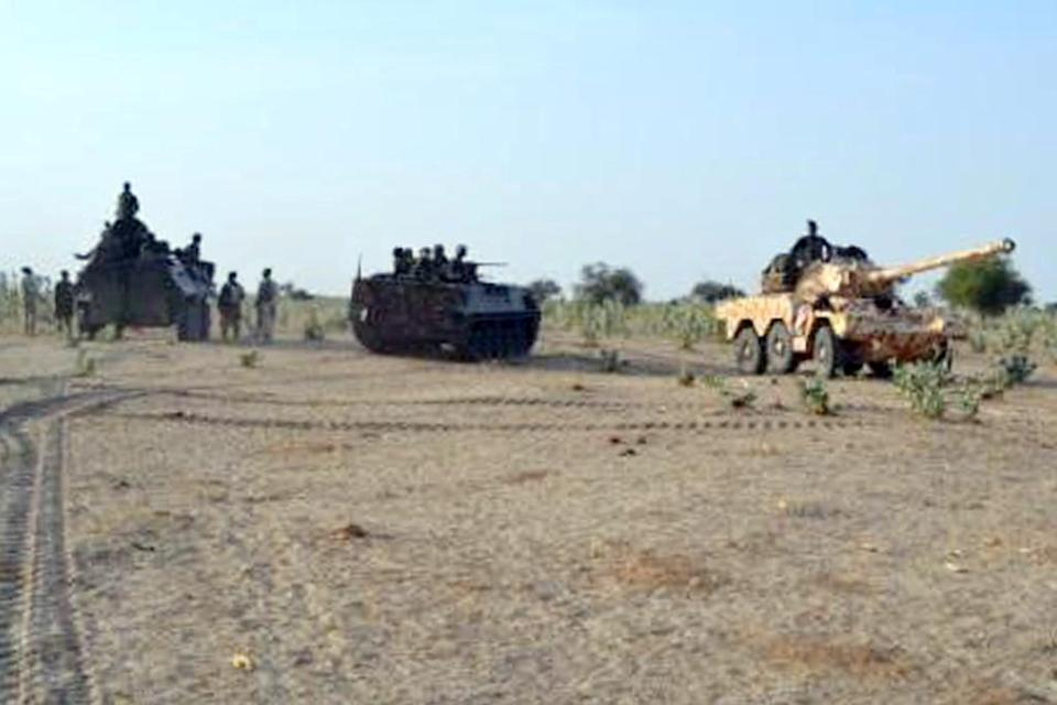 A photo released by the Nigerian Army on February 23, 2015 shows Nigerian troops advancing to try to recapture the town of Baga from Boko Haram (AFP Photo/)