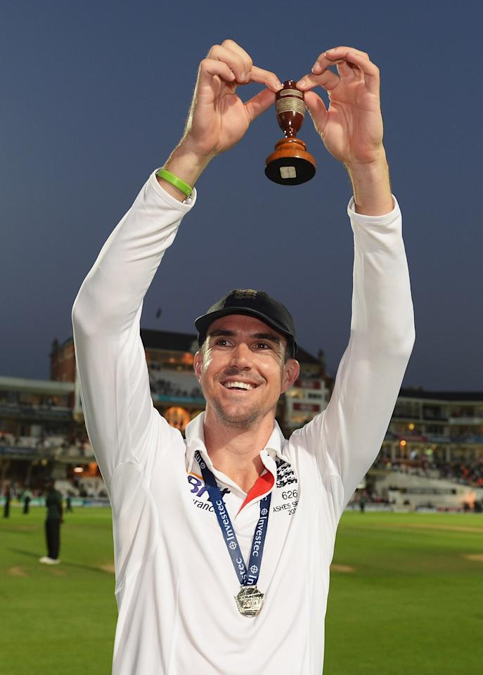 LONDON, ENGLAND - AUGUST 25: Kevin Pietersen of England holds the urn after England won the Ashes during day five of the 5th Investec Ashes Test match between England and Australia at the Kia Oval on August 25, 2013 in London, England. (Photo by Gareth Copley/Getty Images)