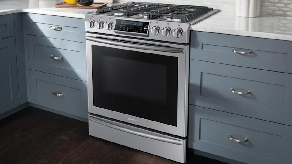 With its five burners and True Convection single oven, this range has everything you could want.