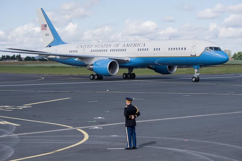 El Air Force One el 6 de junio de 2019, después de transportar al presidente Donald Trump al aeropuerto de Normandía, noroeste de Francia ( LOIC VENANCE / AFP / Getty Images)