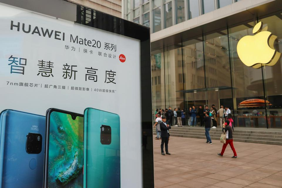 An ad for Huawei in front of an Apple store in Shanghai. (Photo: Reuters)