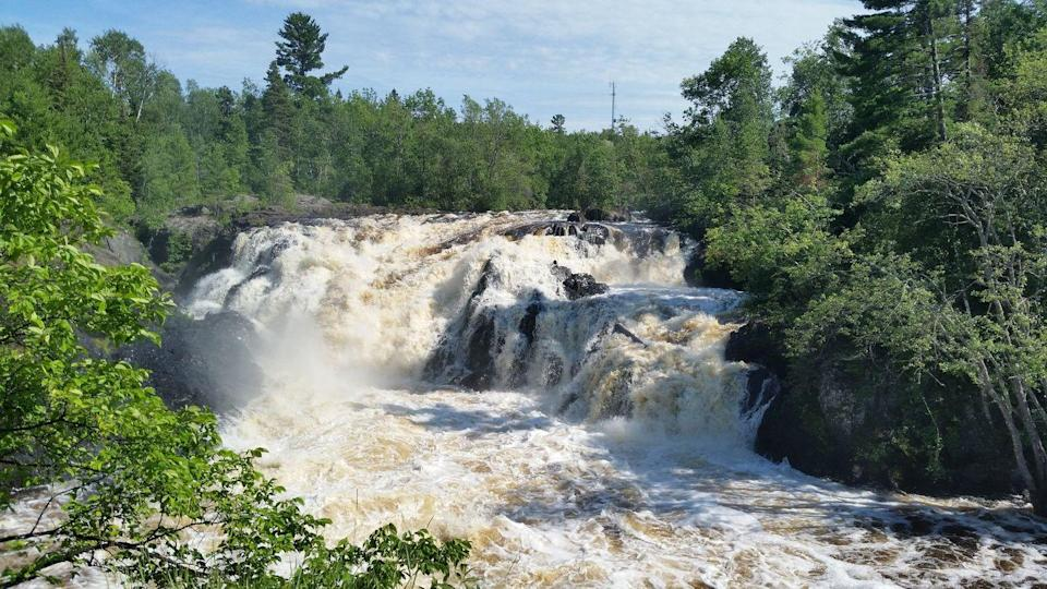"<p><em>Splish! Splash! </em>Those are the sounds you'll likely hear when hiking Ely, Minnesota's <a href=""https://www.tripadvisor.com/Attraction_Review-g43044-d6454478-Reviews-Kawishiwi_Falls_Trail-Ely_Minnesota.html"" rel=""nofollow noopener"" target=""_blank"" data-ylk=""slk:Kawishiwi Falls Trail"" class=""link rapid-noclick-resp"">Kawishiwi Falls Trail</a>. It's famous for its gushing, gorgeous falls and easy-to-traverse path.</p><p><a class=""link rapid-noclick-resp"" href=""https://go.redirectingat.com?id=74968X1596630&url=https%3A%2F%2Fwww.tripadvisor.com%2FAttraction_Review-g43044-d6454478-Reviews-Kawishiwi_Falls_Trail-Ely_Minnesota.html&sref=https%3A%2F%2Fwww.redbookmag.com%2Flife%2Fg34357299%2Fbest-hikes-in-the-us%2F"" rel=""nofollow noopener"" target=""_blank"" data-ylk=""slk:PLAN YOUR HIKE"">PLAN YOUR HIKE</a></p>"