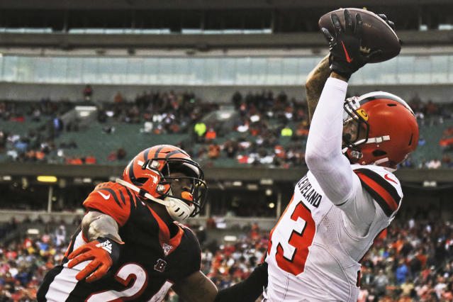 Cleveland Browns wide receiver Odell Beckham Jr., right, catches a 20-yard touchdown pass under pressure from Cincinnati Bengals cornerback Darius Phillips, left, during the second half of an NFL football game, Sunday, Dec. 29, 2019, in Cincinnati. (AP Photo/Gary Landers)