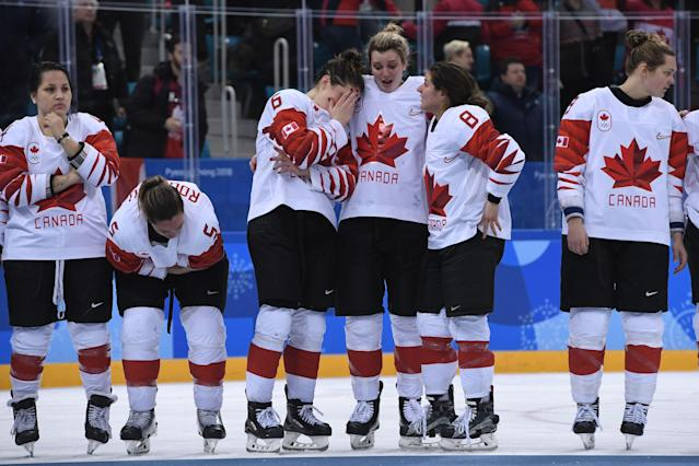 <p>The Canada team reacts on the podium during the medal ceremony after losing the women's ice hockey gold medal game to the US during the Pyeongchang 2018 Winter Olympic Games at the Gangneung Hockey Centre in Gangneung on February 22, 2018. / AFP PHOTO / JUNG Yeon-Je </p>