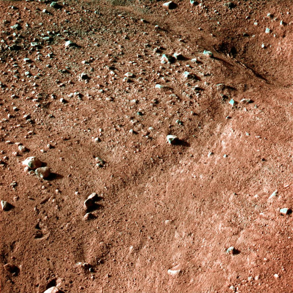 One of the first colour images from the Phoenix Mars Lander shows the surface of Mars after the Phoenix Mars Lander spacecraft landed successfully in the first-ever touchdown near Mars' north pole May 25, 2008. REUTERS/NASA,JPL, Caltech, University of Arizona/Handout.  FOR EDITORIAL USE ONLY. NOT FOR SALE FOR MARKETING OR ADVERTISING CAMPAIGNS.