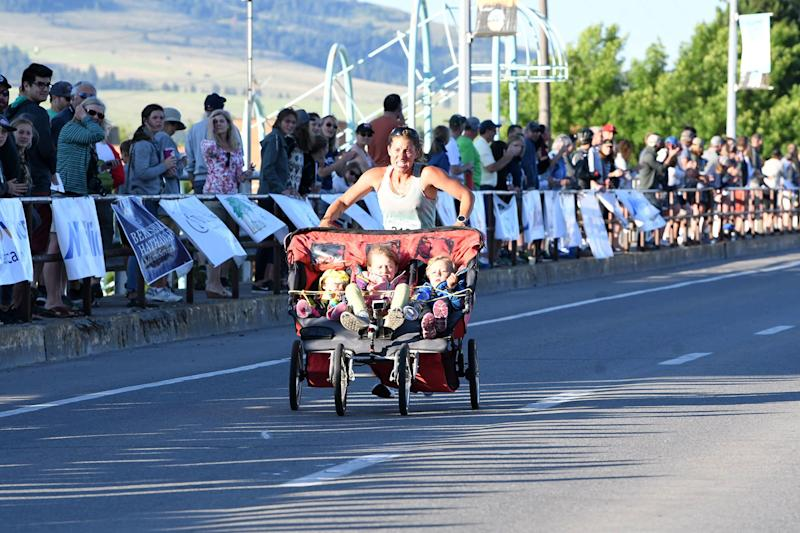 Record-Breaking Mom Who Runs While Pushing 3 Kids in a Stroller Says They Nap During the Ride
