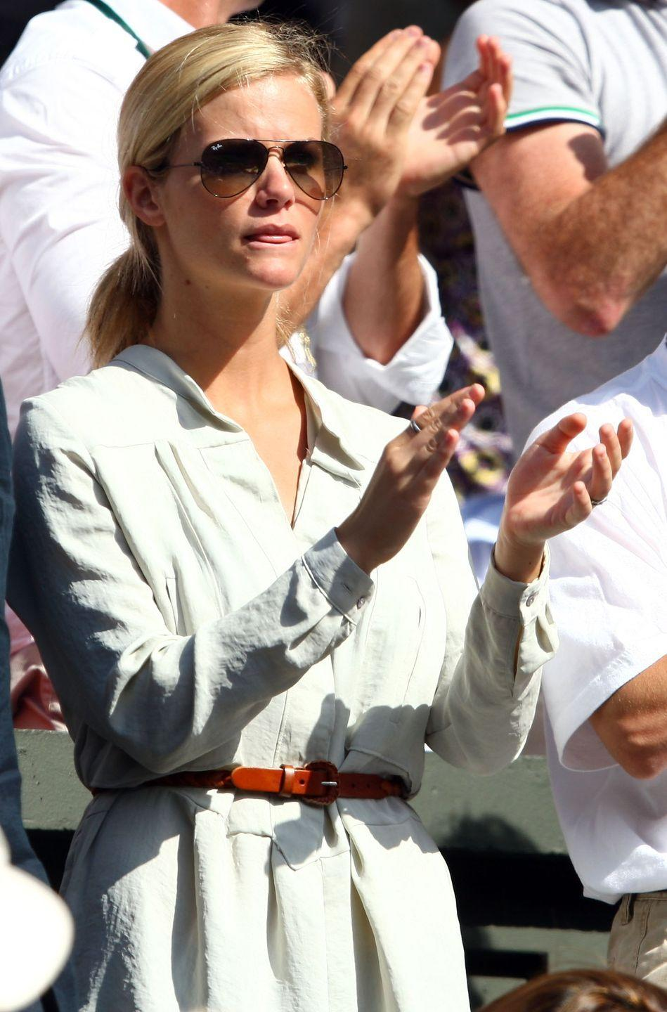 <p><strong>2009</strong> Actress Brooklyn Decker was pictured cheering on her husband Andy Roddick at the championship in 2009. She wore a casual cream shirt dress and aviator sunglasses.</p>