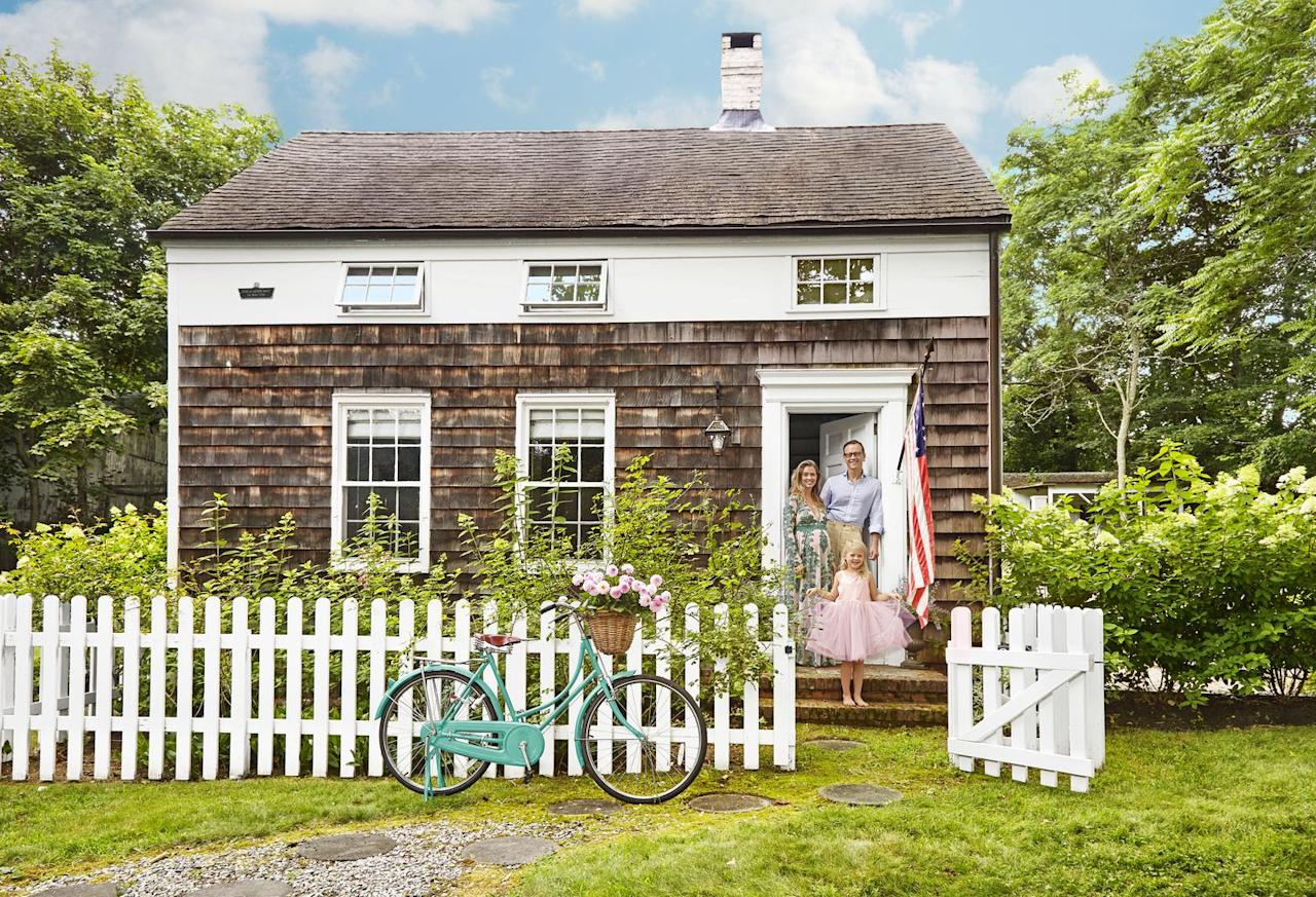 <p>Just imagine spending a glorious day at the beach and then walking through the pearly picketed gate at this waterside cottage. </p>