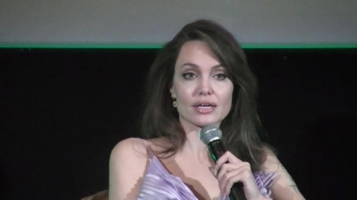 Angelina a Roma con Pfeiffer: Maleficent è una madre simile a me