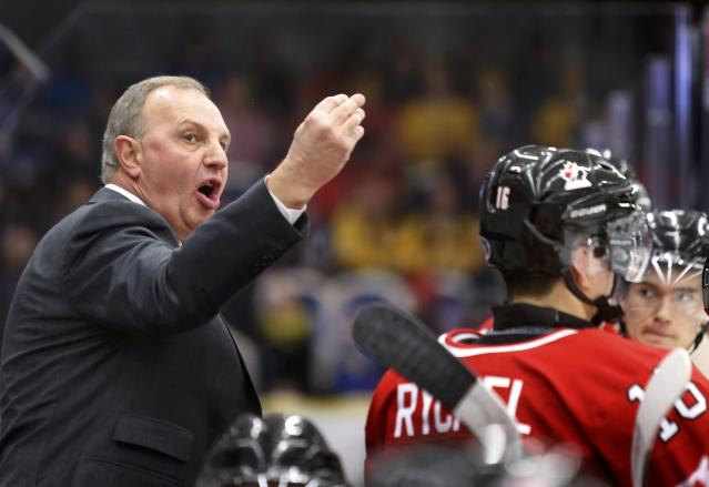 Canada's head coach Brent Sutter dirtects his team against the United States during the second period of their IIHF World Junior Championship ice hockey game in Malmo, Sweden, December 31, 2013. REUTERS/Alexander Demianchuk (SWEDEN - Tags: SPORT ICE HOCKEY)