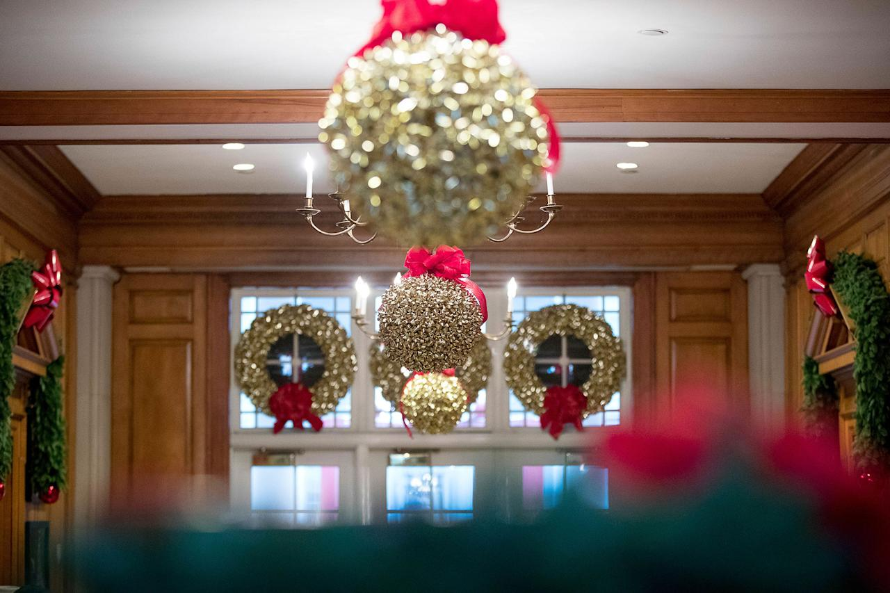 The obamas unveil the 2016 white house holiday decorations for Christmas home decor 2016