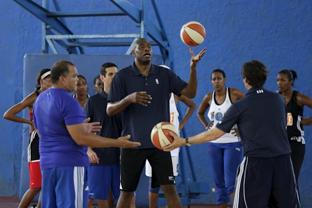 REFILE - UPDATING SLUG Former NBA star Dikembe Mutombo moves the ball during a training session with a Cuban women's national basketball team in Havana April 23, 2015. Retired NBA stars Steve Nash and Dikembe Mutombo engaged in a diplomacy mission in Cuba as part of an NBA workshop, the first outreach of its kind by a U.S. professional sports league since the thaw in U.S.-Cuban relations in December. REUTERS/Enrique de la Osa