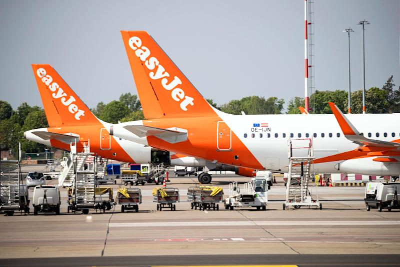 EasyJet predicts tougher trading as loss widens
