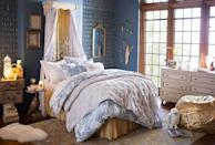 <p>This room's gold accents are so beautiful.</p>