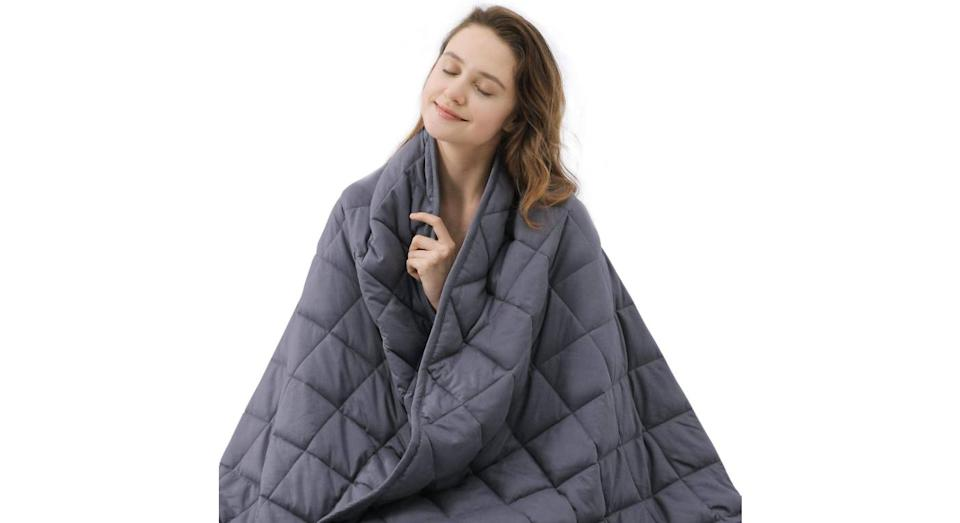ZZZNEST Weighted Blanket for Adults (Amazon)