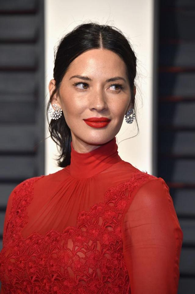 <p>Olivia Munn attends the 2017 Vanity Fair Oscar Party hosted by Graydon Carter at Wallis Annenberg Center for the Performing Arts on Feb. 26 in Beverly Hills. (Photo: Pascal Le Segretain/Getty Images) </p>
