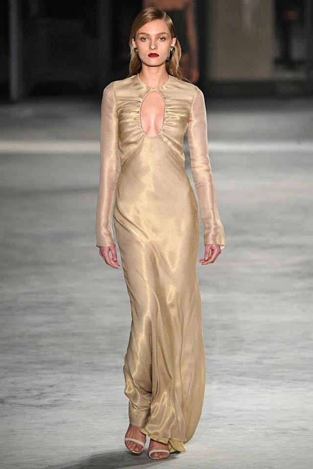 <p>A gold keyhole dress at the Cushnie et Ochs FW18 show. (Photo: Getty) </p>