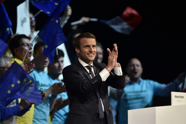 Le Pen loses ground to Macron in French election race