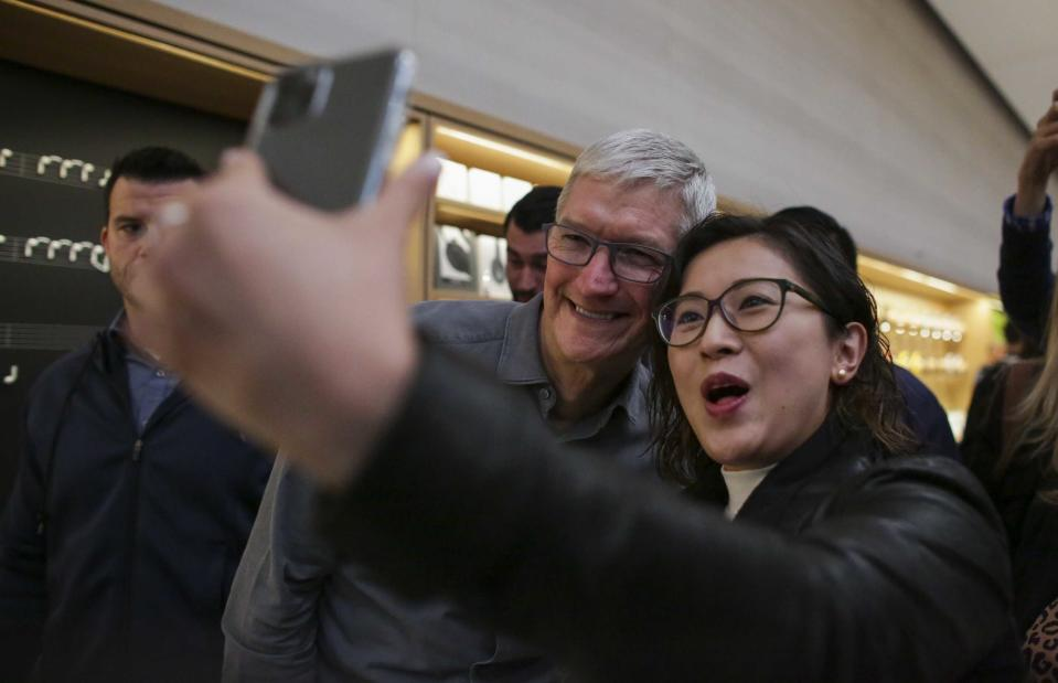 Apple CEO Tim Cook poses for a selfie after opening the newly renovated Apple Store at Fifth Avenue on September 20, 2019 in New York City. (Photo by Kena Betancur / AFP)        (Photo credit should read KENA BETANCUR/AFP/Getty Images)