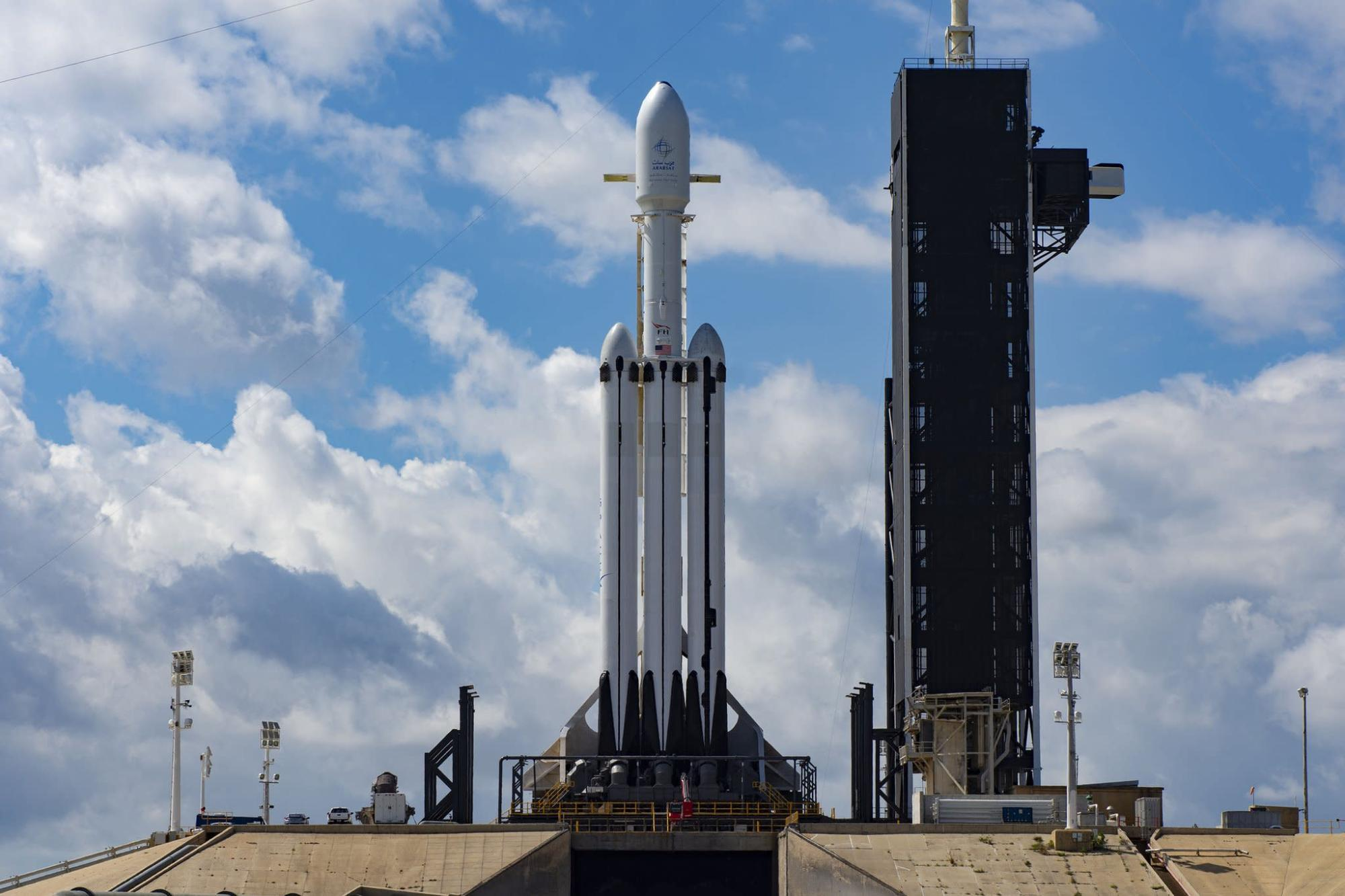 SpaceX's Falcon Heavy rocket to deliver an Astrobotic lander and NASA water-hunting rover to the Moon in 2023 – Yahoo Finance Australia