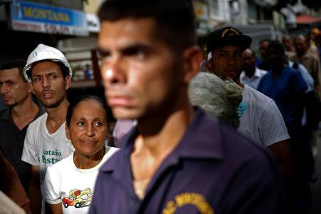 People queue on the street as they try to buy bread outside a bakery in Caracas, Venezuela July 21, 2016. REUTERS/Carlos Garcia Rawlins